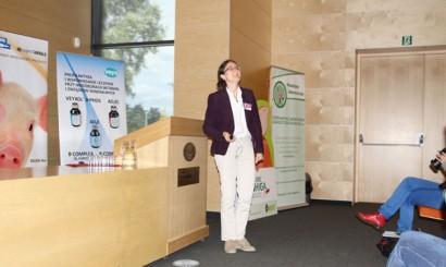 Prof. Gerti Shupbach przedstawiła wykład o tym, jak wirus PRRS przedostał się do Szwajcarii poprzez importowane