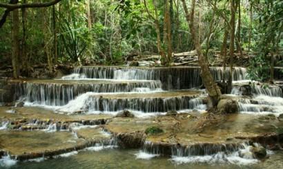 Wodospady w Parku Narodowym Huai Mae Khamin.