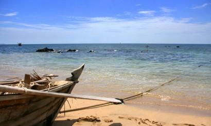 Idylliczne wybrzeże wyspy Lanta.