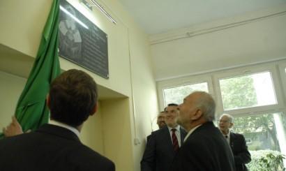 28 września odsłonięto tablicę pamiątkową prof. Alfreda Senzego.