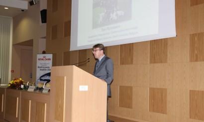 Tom Rijsselaere (Belgia) wygłosił wykład na temat międzynarodowej wymiany nasienia schłodzonego i mrożonego.