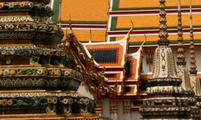 Kolorowe dachy Wat Pho (Świątyni Leżącego Buddy).