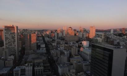 Centrum San Francisco o wschodzie słońca.
