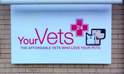 Szyld Szpitala Your Vets Coventry - na miejscu pracuje ok. 50 osób.