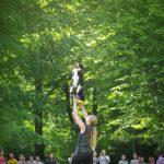 Bawiąc się frisbee, pies ćwiczy umiejętności śledzenia i koordynacji ruchów. Doskonali także szybkość, zwinność i sprawność